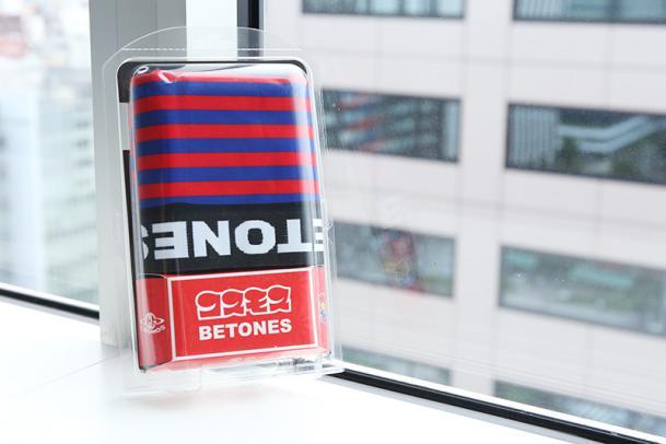 コスモスエーリアン×パンツ(BETONES) カラー:RED